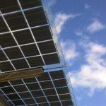 Energía Solar Híbrida: ¿Cómo Funciona? [Ventajas y Usos]