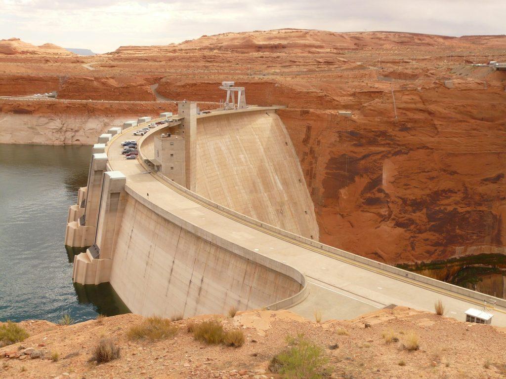 Gravedad central hidroeléctrica