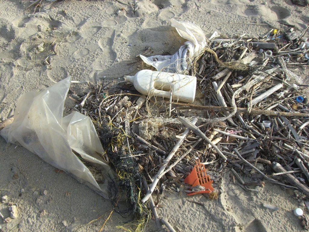 plásticos en el mar contaminación