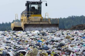 Por qué se produce la contaminación de basura en las calles