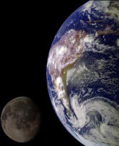 Qué satélites naturales tiene el planeta Tierra
