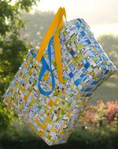 Qué técnicas para reciclar papel en casa podemos aplicar - Bolsos y carteras